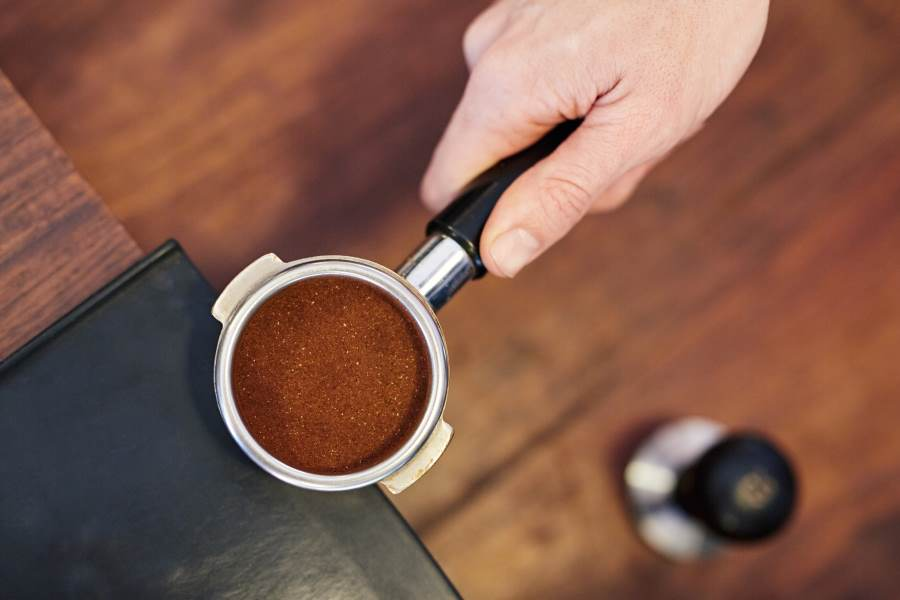 portafilter accurately dosed with ground coffee